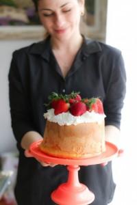 torta-con-panna-e-fragole-4-330x495